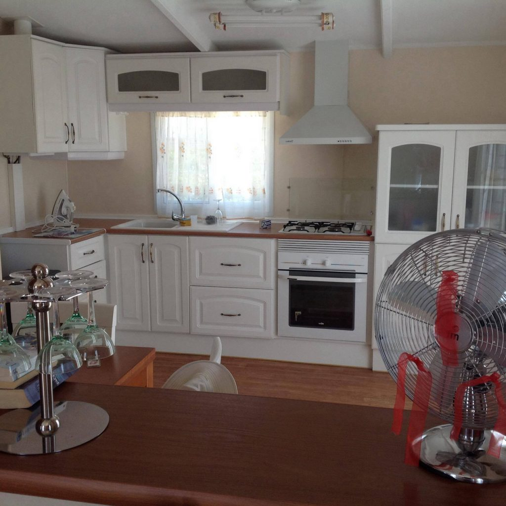 Mobile Home Lovely Fitted Kitchen